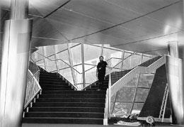 Schlossermeister Gerhard Bott mit Calmbacher Wertarbeit im Deutschen Pavillon bei der Expo in Hannover